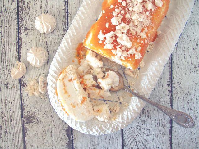 Mesa Corrida: Semifreddo de iogurte com doce de pêssego e suspiro / Yogurt semifreddo with peach jam and meringue