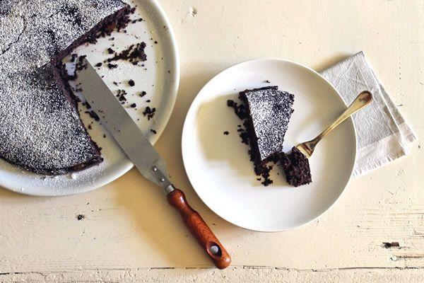 ricetta torta al cioccolato vegan - la ricetta per uno squisito dolce cruelty-free facile da preparare e guarnito con l'arancia.