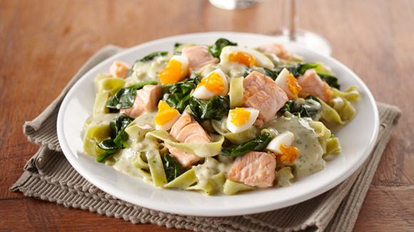 Een ovenheerlijk koolhydraatarm zalm gerecht met spinazie en eieren. Binnen 30 minuten al op tafel. Ideaal gerecht voor een koolhydraatarm dieet (keto).