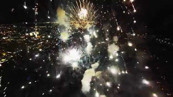 Fireworks filmed with a drone.  Dentro das explosões de fogos de artifícios.  ESPETACULAR!!!