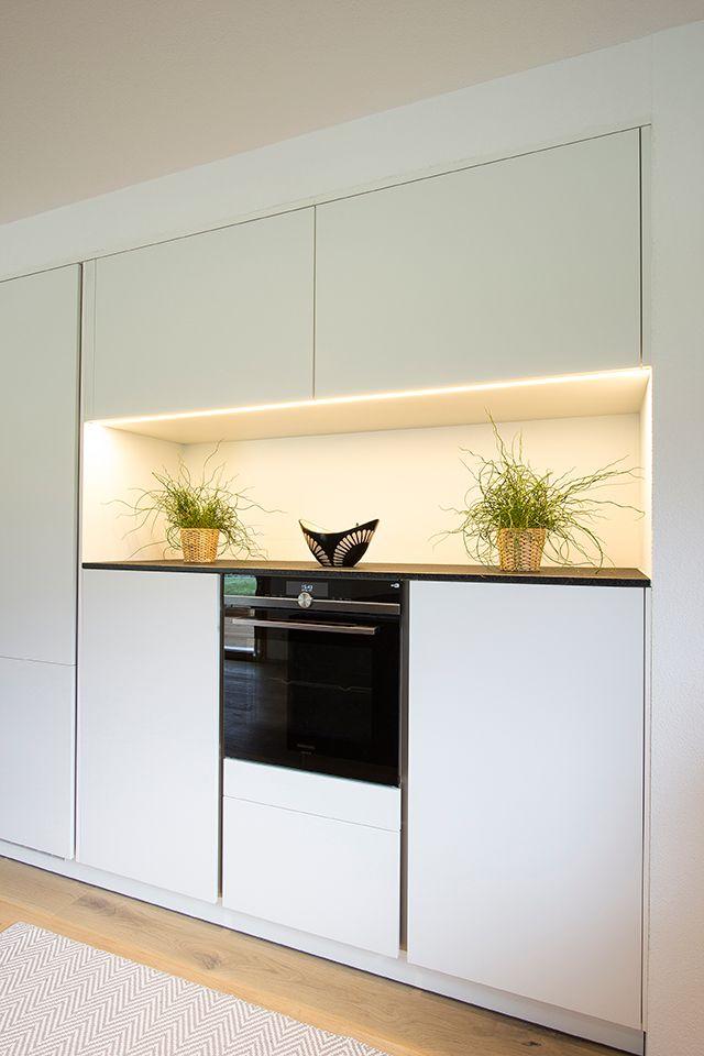 Regalnische in der Küche für Auflockerung von K…