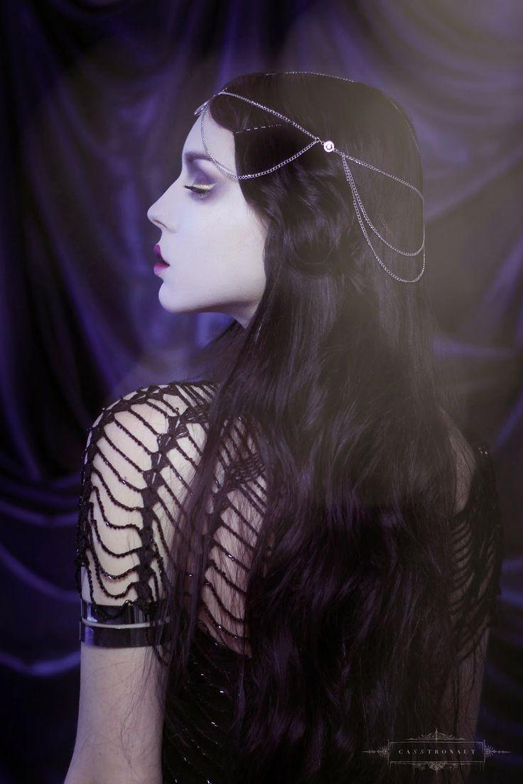 CASSTRONAUT: Dark Deco https://www.etsy.com/shop/SHOPCASSTRONAUT #headpiece #headdress #bridaljewelry #artnouveau #artdeco