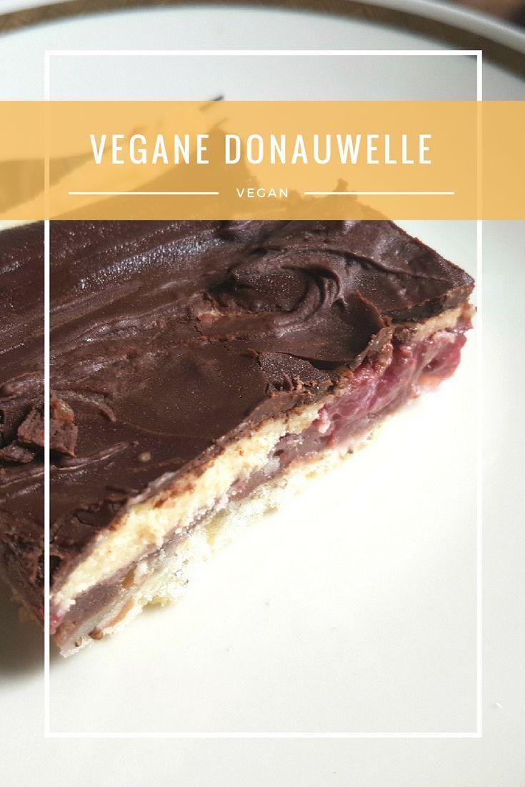 Donauwelle! Ein typisch deutsches Rezept, das man recht gut veganisieren kann.   #vegan #veganfood #food #delicious #lecker #rezept #rezepte #vegetarisch #cake #donauwelle #vegetarian #foodblogger #kuchen #veganismus #foodblog #recipe #recipes #veganerezepte #veganrecipes