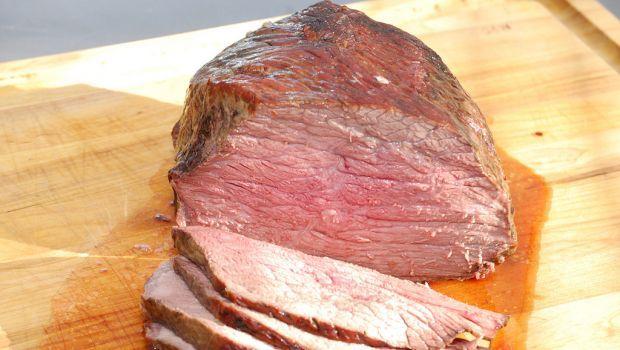Come fare il roast beef con la pentola a pressione che permette di cuocere in meno tempo, esaltando i sapori degli ingredienti utilizzati, con evidente