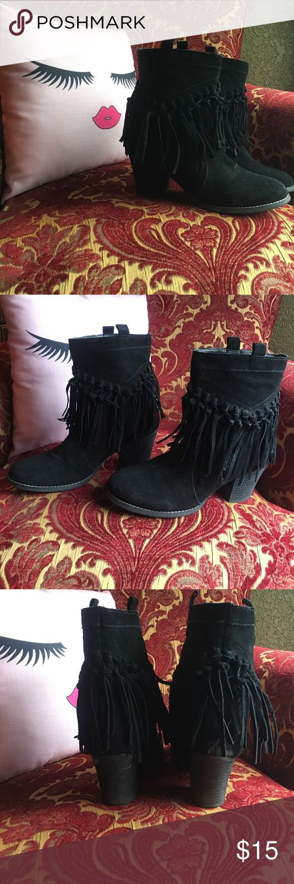 🌷ADORABLE fringe ankle boots Worn a handful of times in great condition. Black suede fringe ankle boots very comfortable and stylish. Slicca Shoes Ankle Boots & Booties