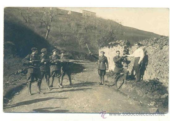 FUSILAMIENTO .. SOLDADOS INFANTERÍA GUERRA CIVIL +/- (Postales - Postales Temáticas - Guerra Civil Española)