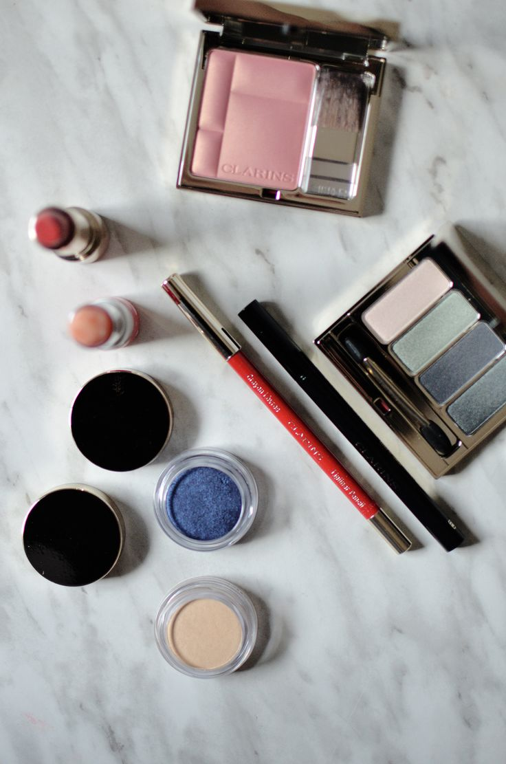 Beauty Makeup Stephanie's Picks  One the most exciting launches from the Clarins Fall 2017 Graphik Collection is the new Clarins Ombre Matte Iridescent ($26 available here). Im not one to talk about specific items in a collection unless that product truly deserves it and you can bet that the Ombre Matte Iridescent absolutely does.  A few months ago I wrote about the Ombre Iridescente so I got quite excited to see a matte version of my beloved one-formula-does-it-all product get a matte…