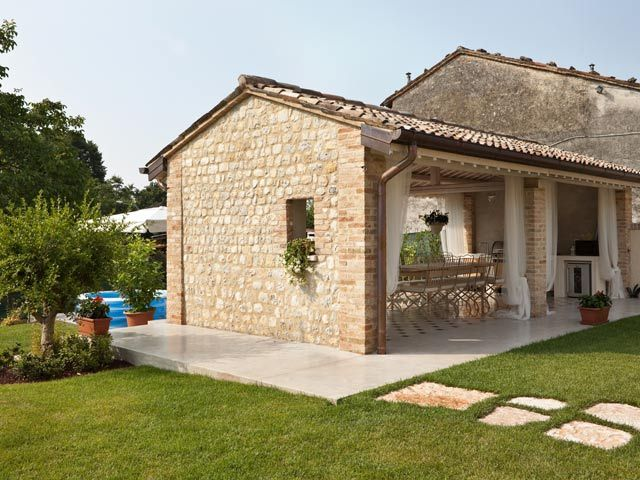 Restoration of a rural building with modern technologies and materials - Ideal Work