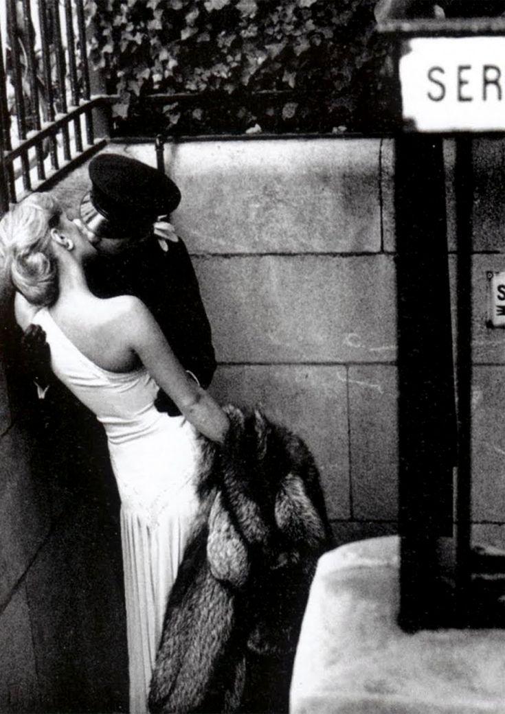 Photo: Helmut Newton.