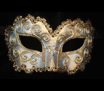 La ricciola argento V06 - Maschera originale veneziana realizzata a mano in cartapesta, colori acrilici, glitter e decorata con passamaneria.Acquistabile online