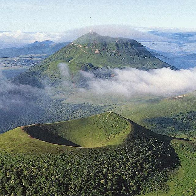#puydedome in #Auvergne France has dormant volcanoes!? Wonder how this compares to Mt. Edgecumbe.