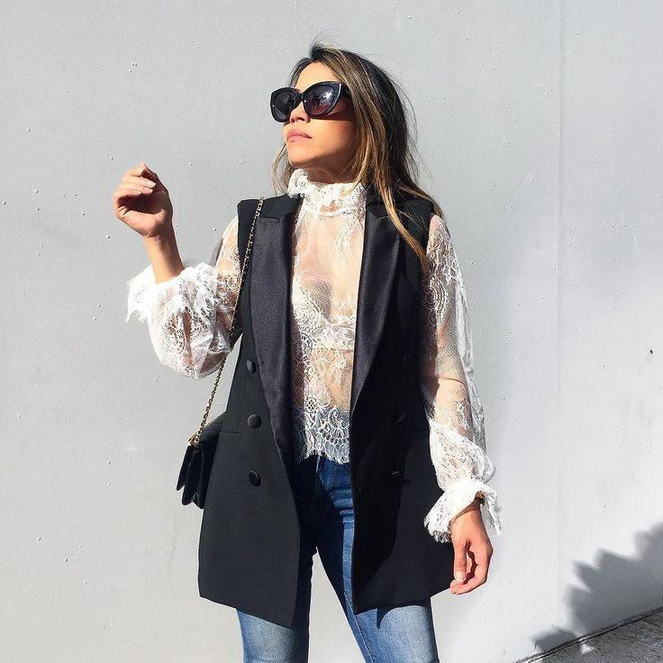 En route to last nights midweek drinks. Wearing lace by @delphinethelabel     #styleblogger #sydneyblogger