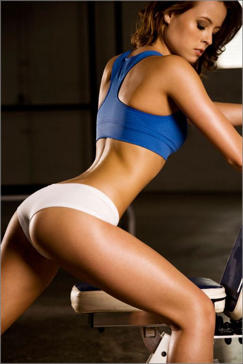 She is so hot. I felt a sudden urge to go to the gym…. you? #fitness #Workout #Exercise #gym