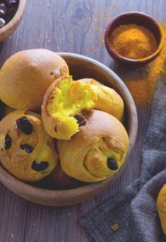 Panini alla curcuma: soffici e profumati. Scopri tutte le qualità di questa colorata spezia!  Turmeric bread