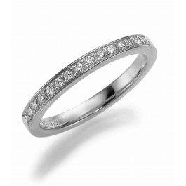 Luxuös+förlovningsring/vigselring+i+18k+vitguld+från+Schalins+i+serien+Passion.+15st+diamanter+på+0,15ct,+kvalitet+Wesselton/SI.+Bredd+2,5mm,+höjd+1,9mm.
