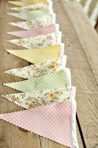 soft pastels, polka dots, dainty flowers guirlande pastel et liberty