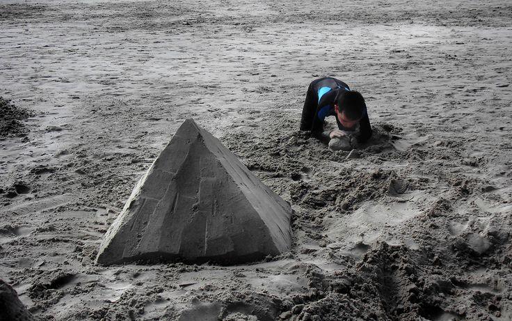 Building pyramids - null