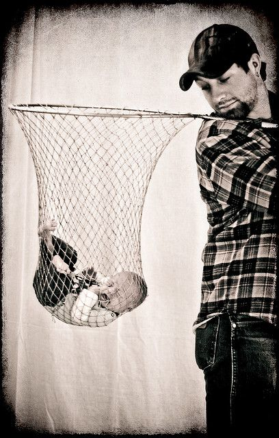 a keeper...cute idea for the daddy that loves fishing...buy a new fishing net & don't put baby in your dirty used one...surely photoshop was used to create this image