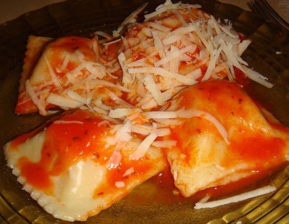 Raviolones caseros de jamón, ricota y mozzarella