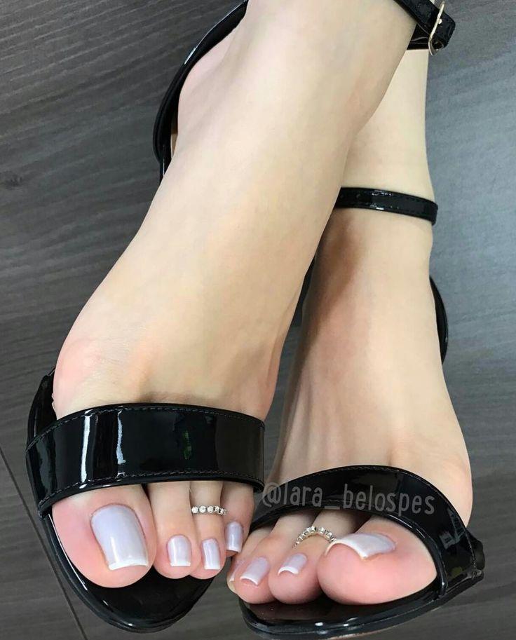 The stunning long toes and perfect nails of Lara Belos
