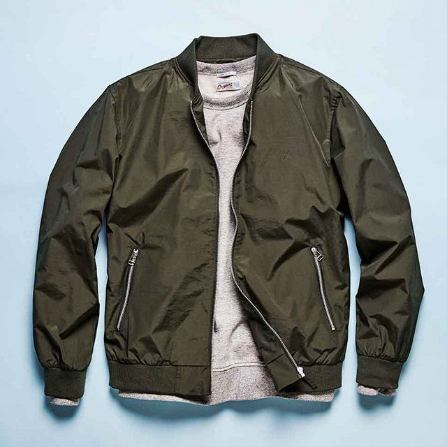 As classic as it gets: military green bomber jacket paired with a light grey knit | JACK & JONES