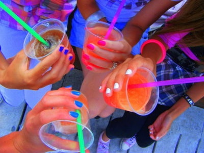 .Pink Summer, Summer Drinks, Frozen Drinks, Colors Drinks, Neon Nails, Summer Night, Cold Drinks, Fruity Drinks, Bright Colors