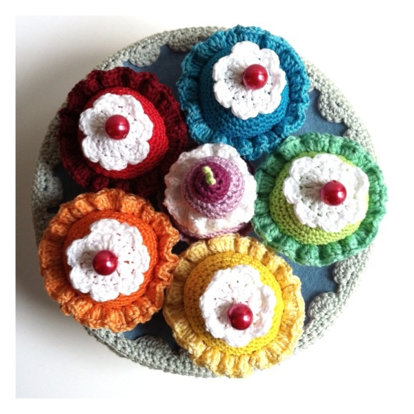 Delicious ..totally the bestest crocheted cakes ever