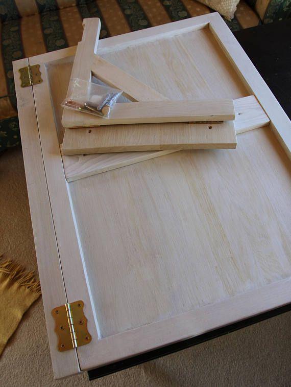 Este listado de tabla de madera de la pared abatible montado en madera maciza de roble es una solución perfecta si no hay mucho espacio en tu cocina, salón o cualquier habitación. Si ya es hora de tomar su café, elevarlo, no necesita una mesa ya - sólo tire hacia abajo. Es conveniente trabajar con el ordenador, hacer su tarea, realizar algún trabajo de mano, también puede transformarse en área de trabajo adicional en la cocina y así sucesivamente.  UNA PARED ROBUSTA ES NECESARIA PARA…