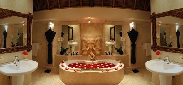 2 Romantic Bathroom