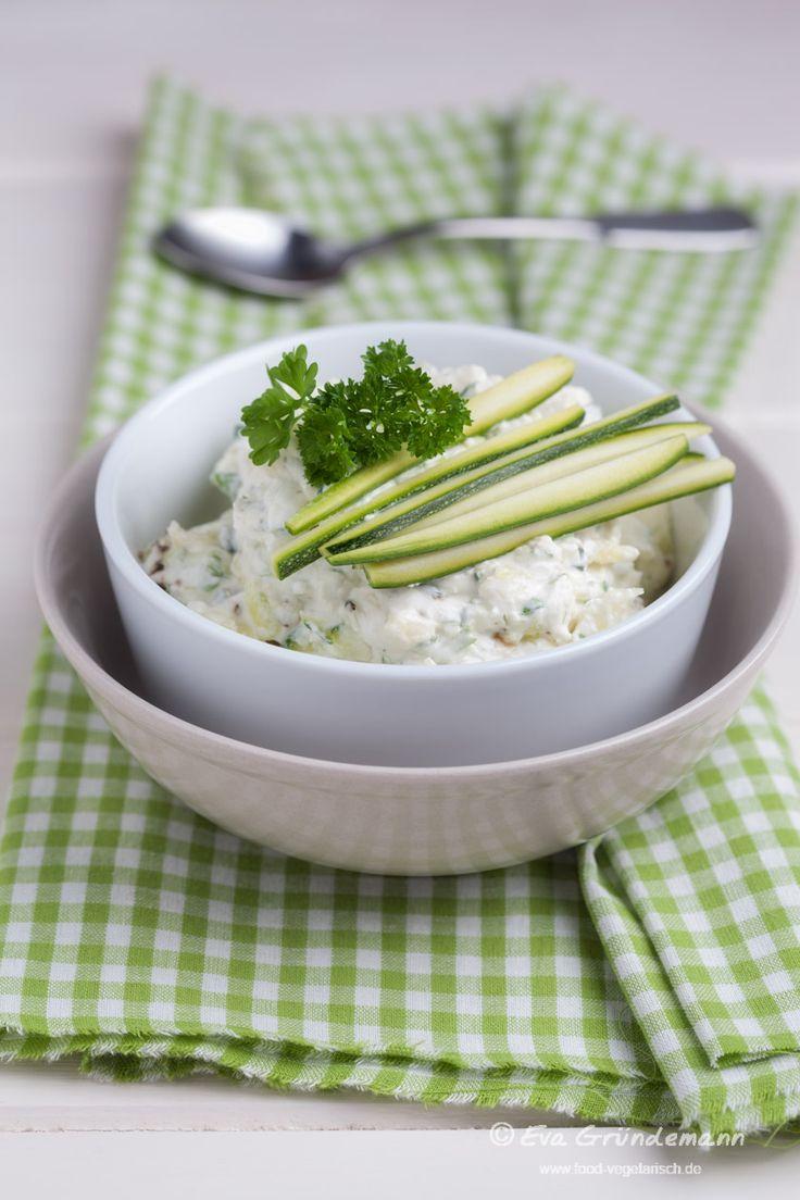 """Vegetarischer Dip mit Zucchini und Frischkäse, eines der vegetarischen Rezepte auf dem Food-Foto Blog """"In vegetarischer Mission."""""""