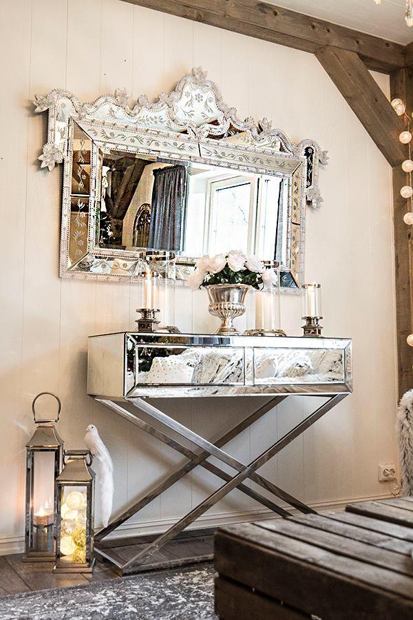 Fortryllende speil med perleranke og de vakreste detaljer