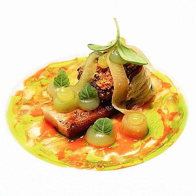 """Schweinekinn mit Soja-Puder Räucheraal Kimchi fermentiertem Rettich Gurke und Yuzu"" aus dem Aqua #sternefresser #food #foodie #foodgasm #foodpics #foodporn #foodstagram #foodieheaven #foodspotting #instafood #instagood #cuisineart #GastroArt #theartofplating #picoftheday #photooftheday by sternefresser"