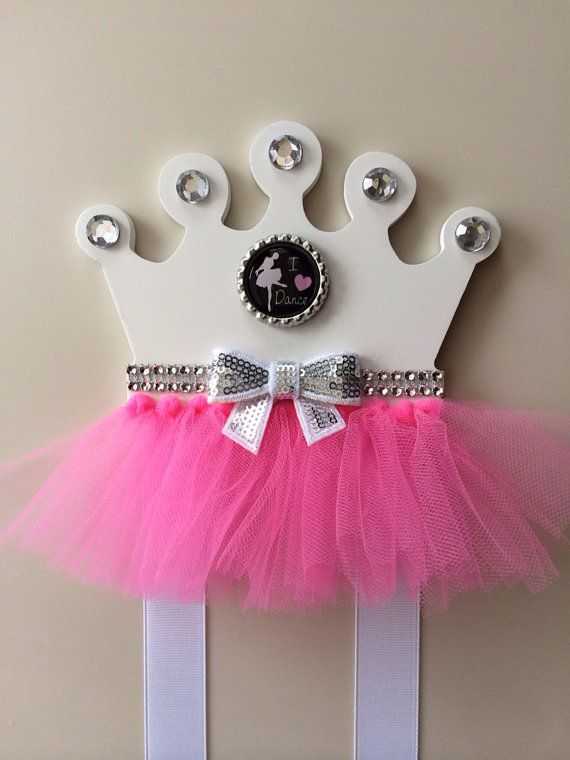 ••••ready to ship item•••• Great as birthday gifts, baby shower gifts, bow/clip organization/Wall decoration Princess crown with pink tulle, rhinestones, white grosgrain ribbon, and silver bottle cap with I (Heart) Dance image Measurements: Wood crown is 6 inches wide and 5 inches tall. White ribbons that bows hang on are about 26 inches I take pride and care of all items I create. This is a one-of-a-kind bow holder. Please be sure that you love this bow holder before you buy it, I ...