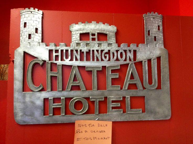 Château Hotel sign
