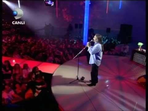 Volkan Konak - Yarim yarim - Beyaz Show - YouTube