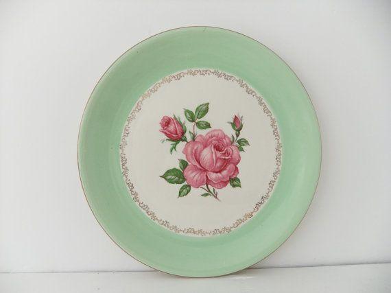 #mintgreen #cakeplate #plateVintage Plates, Mint Green, Vintage Cake, Mintgreen Cakeplate, Cake Stands, Colors Green, Pastel Green, Cakeplate Plates, Cake Plates