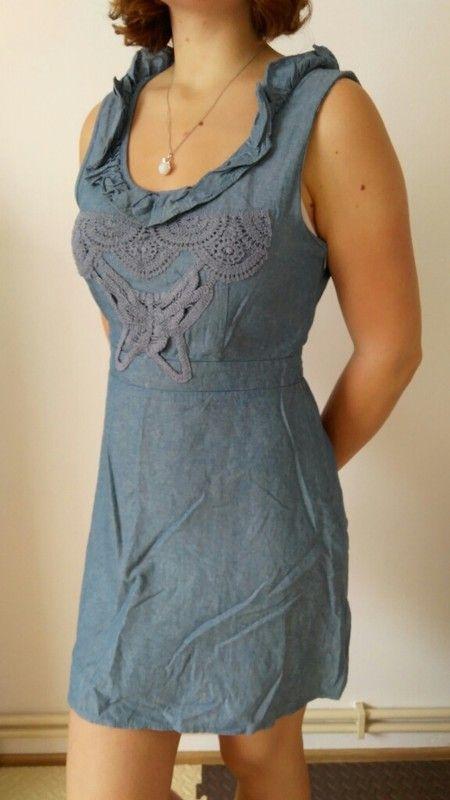 Krátké džín šaty s holými zády