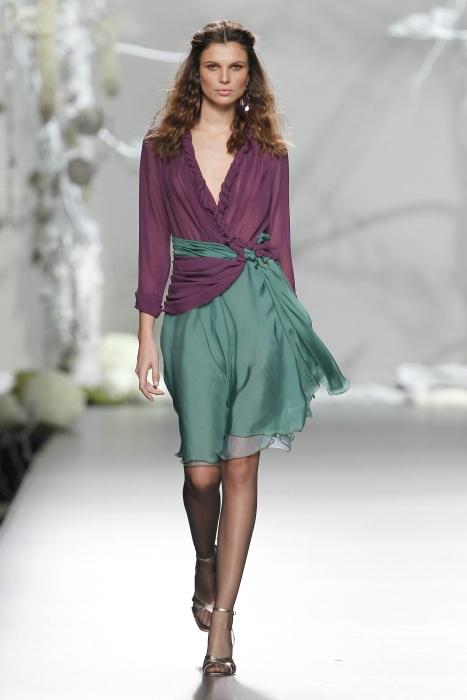 mooie kleurcombinatie Vestido invitada en colores otoñales de Francis Montesinos