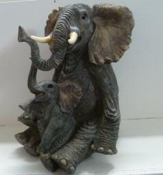 DIERENBEELDJES: Zittende olifant