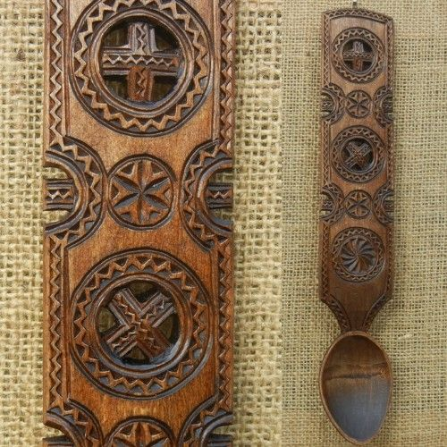 Solar symbols handcraft Transilvania Romania. ¿ Similar to Gallaecian Wood crafts Galicia, Asturias and North Portugal?