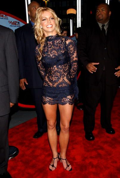 This is without a doubt my favorite Britney red carpet outfits, she looks AMAZING!