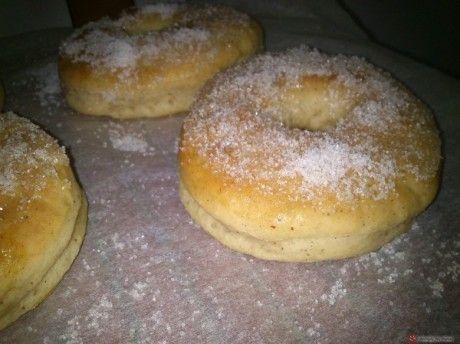 Μια γρήγορη και εύκολη συνταγή για αφράτα Ντόνατς ψημένα στο φούρνο.