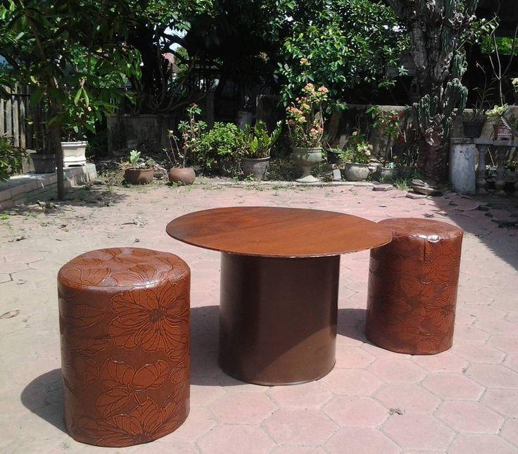 Monggo di order drum unik bisa untuk kursi tong sampah tempat baju kotor dan tempat penyimpanan barang dll. Harga murah dan terjangkau kirim-kirim keluar kota juga oke.  Aman kuat dan tahan lama.. Minat hub :  Pin BBM: 5C6B68D8 Wa : 08990738393 #kursitong #kursidrum #kursiunik #kursiantik #kursicafe #kursiteras #furniture #tongsampah #barangbekas #art #handycraft #kerajinan #seni #anakindonesia #indonesia #jawatimur #kediri by vdg9