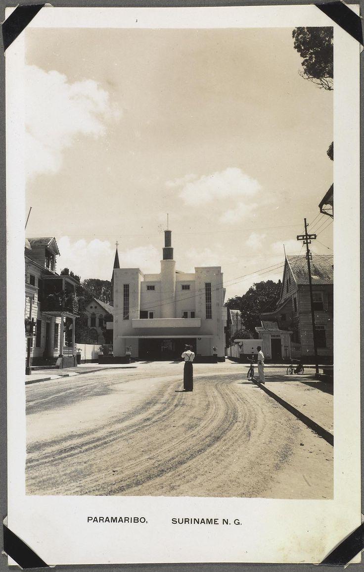 Theater Tower in de Heerenstraat te Paramaribo 1948