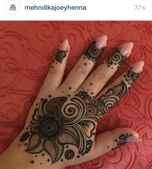 Follow @mehndikajoeyhenna on Instagram!!!! She's awesome!