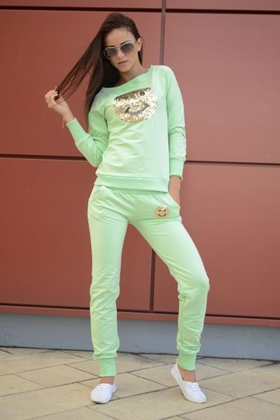 komplet dresowy - bluza z spodniami bluza wkładana przez głowę, posiada cekinową aplikację z przodu spodnie dresowe długie, ze ściągaczami i kieszeniami oryginalnie zapakowana z kompletem metek wykonana z najlepszej jakości bawełny modny design i niepowtarzalny wygląd