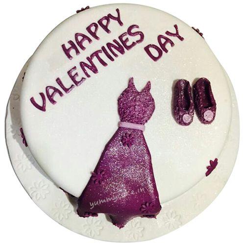 Send cake online for all occasions #birthdaycakedeliveryinDelhi #onlinecakedeliveryinnoida #blackforestcake #heartshapedcake #midnightcakedelivery