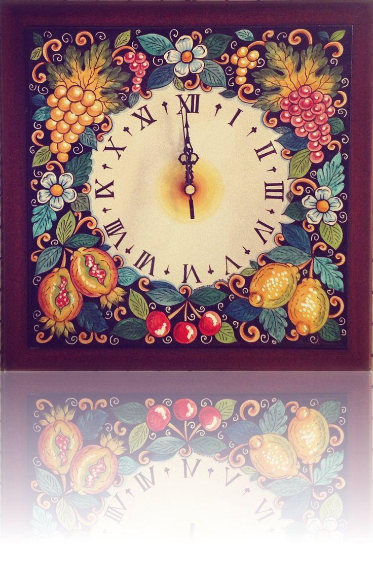 Fruit clock #sberna #clock #ceramic #majolica #handmade #handpainted #madeinitaly #deruta #pottery