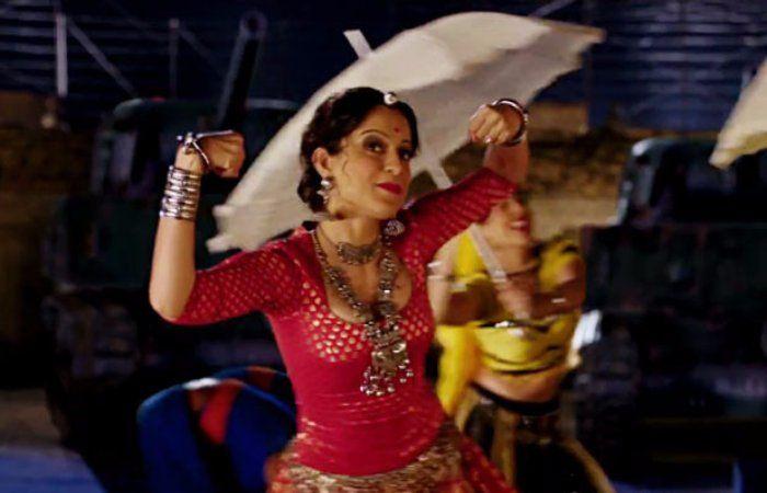 #Rangoon Track – Mere Miyan Gaye England Falls Off Bad #Choreography!