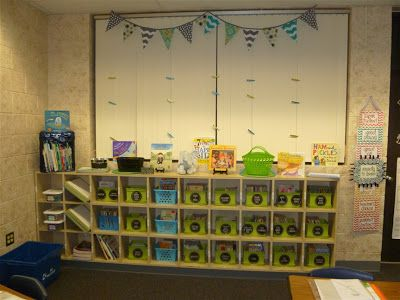 4th Grade Classroom - blog for organizing the classroom. Includes pictures of a great 2013-2014 classroom reveal!